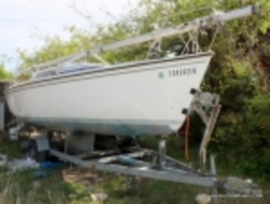 1988 Hunter 23Ft Sailboat Auction - Online Only