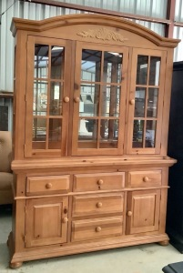 Broyhill Lighted 2pc China Cabinet