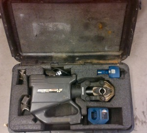 ROBO REC 3610 CRIMPING TOOL W/CASE AND DIES, LITHIUM ION BATTERY, CHARGER AND POWER CORD