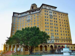 Baker Hotel Tour and Party on the Patio at the Historic Wylie House