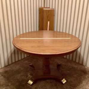 Round Dining Table w/2 Leaves