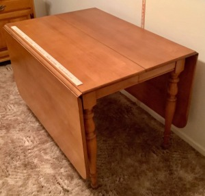 Drop Leaf Dining Table w/2 Leaves