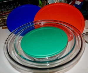 Three-Piece Pyrex Nesting Mixing Bowls with Lids