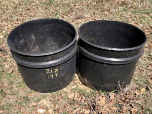 2 Plastic Feed Tubs